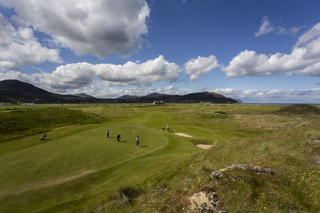 Golfers enjoy a gorgeous day at Ballyliffin. Image by Boomer Jerritt